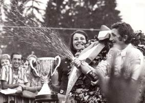 Winnaar Siffert met spuitende champagne fles Smart Event Managers